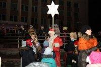 На рождественские гуляния пришли целыми семьями