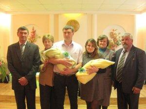 В загсе торжественно зарегистрировали новорожденных жителей Зельвы