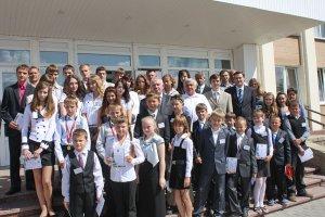 В Зельвенском райисполкоме прошла встреча руководства района с одарёнными детьми